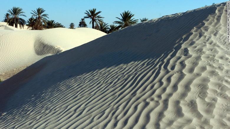 160316090130-tunisia-desert-exlarge-169